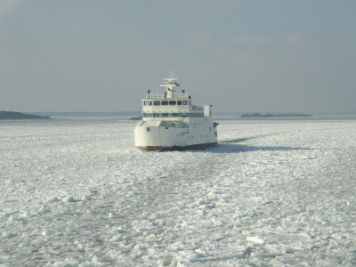 The ferry Alfågeln in ice